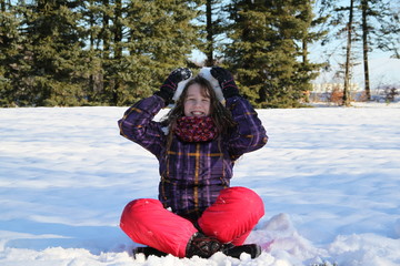 Mädchen hat Spaß m Schnee
