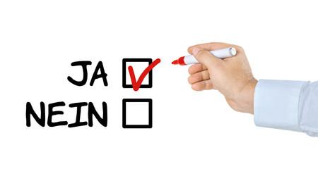 Checkliste mit Hand und Stift - Ja oder Nein