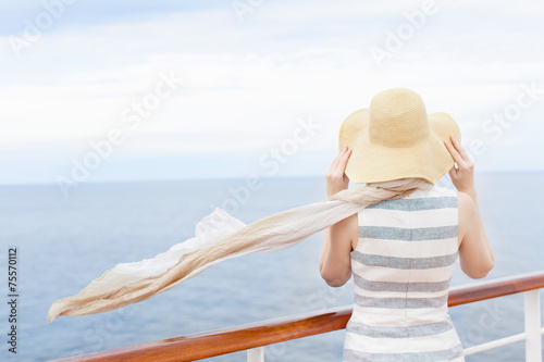 Leinwanddruck Bild woman at cruise ship
