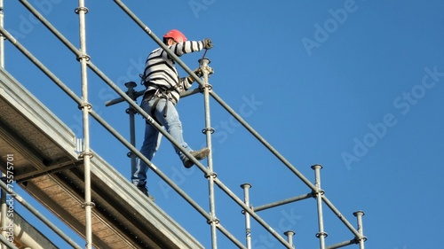 canvas print picture Construction worker on scaffolding