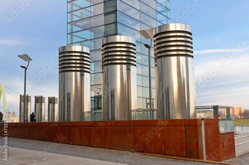 Fotobehang Industrial geb. Modernes Büro - Kranhaus in Köln, Lüftungsrohre