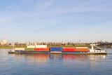 Containerschiff auf dem Rhein bei Köln