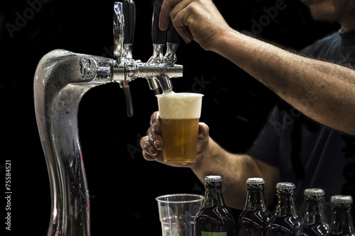 Spoed canvasdoek 2cm dik Bier / Cider Man drawing beer from tap