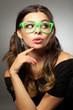 Mädchen mit grüner Brille und Zopf - 75587331