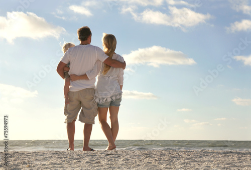 Leinwanddruck Bild Happy Family On Beach Vacation Looking at Ocean