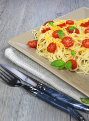 Spaghetti with tomato and grated cheese