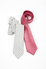 cravatta uomo moderno