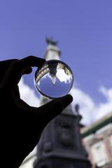 piazza del gesù a napoli riflessa in una sfera di cristallo
