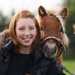 Frau mit Pony - 75611118
