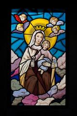 Vidriera de Virgen con amorcillos