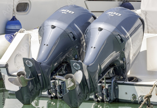 Couple of outboard engines - 75614365