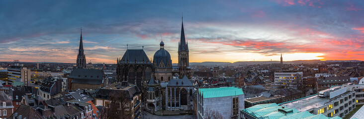 Aachene Dom sonnenuntergang panorama