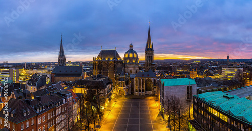 Leinwanddruck Bild Aachener Dom bei Nacht Panorama