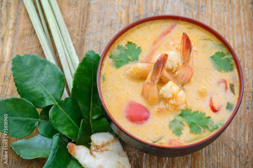 Tom yum soup, Thailande - 75618960