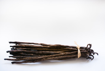Vanilla pods with straw bow