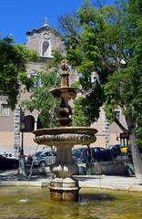 Platz mit Brunnen im Bairro Alto Lissabon