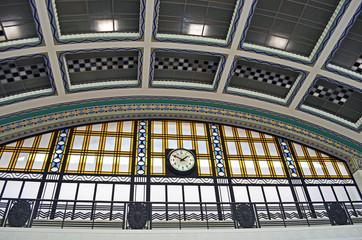 Kuppeldetail im Bahnhof Cai do Sodre Lissabon