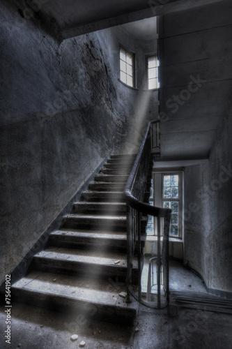 Leinwanddruck Bild Altes Treppenhaus