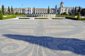 kunstvolles Pflaster vor dem Kloster Belem Lissabon