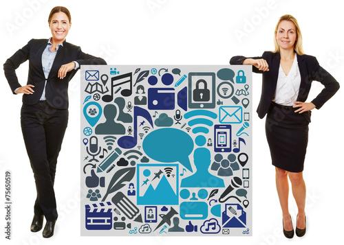 canvas print picture Zwei Geschäftsfrauen lehnen an Social Media Icons
