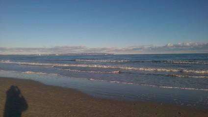 Schattenriese am Meer