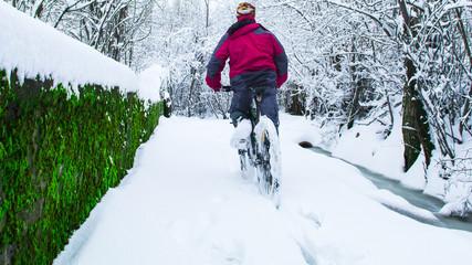 kış günü bisiklet sürmek