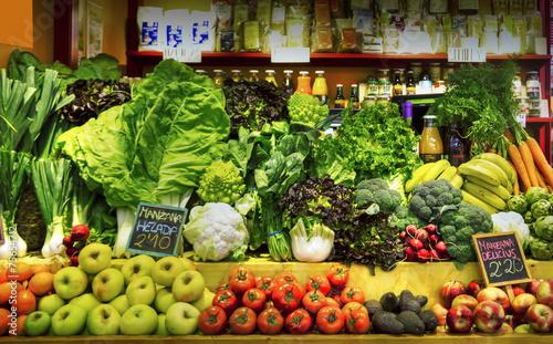 Staande foto Zuivelproducten tienda de verduras