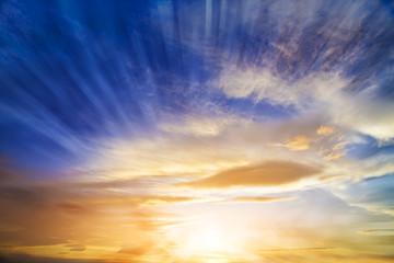 rayos de luz en el amanecer