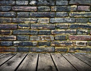 pared de ladrillos con tarima de madera