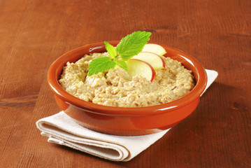 Oatmeal porridge with sliced apple