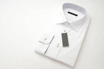 タグ付きのワイシャツ