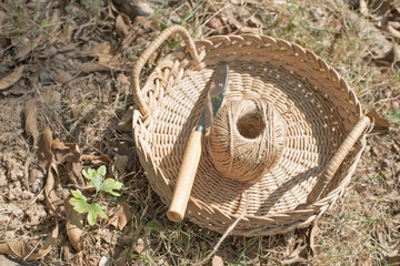 knife and rope in the basket