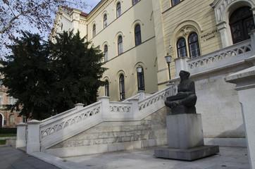 statue in zagreb