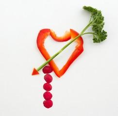 Herz aus Gemüse mit Pfeil