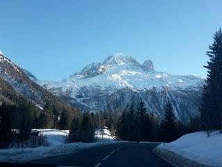 Strada tra i monti