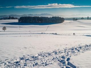 Alpenvorland in Bayern an sonnigem Wintertag