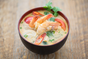 Tom yum goong, soupe Thaïlandaise épicée aux crevettes