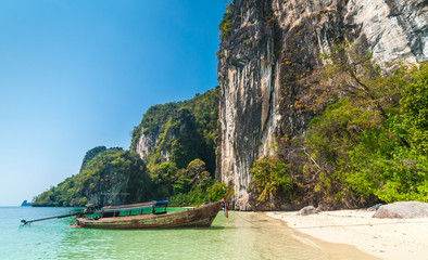 Traditional thai motorboat on the beach of Hong Island, Krabi pr