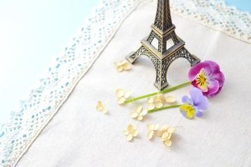 花とエッフェル塔