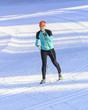 Frau beim Langlaufen