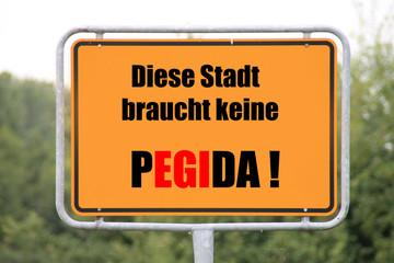 Ein Schild gegen Pegida