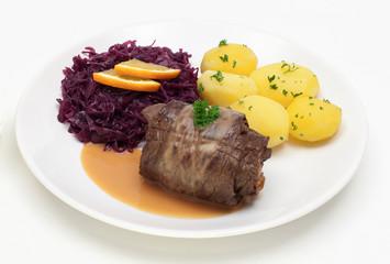 Rinderroulade mit Rotkohl und Salzkartoffeln