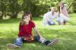 canvas print picture - Deutschland, Junge hält Ostereier mit den Eltern im Hintergrund