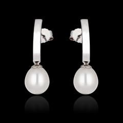 Earrings with pearl