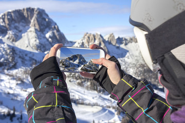 Photographing winter landscape with smart phone