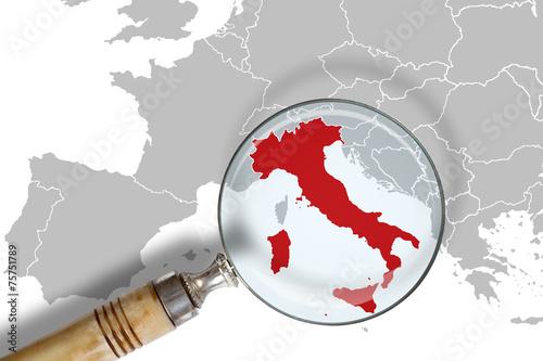 Leinwanddruck Bild L'Italia sotto osservazione - Italy under scrutiny