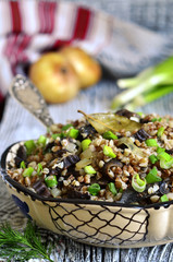 Buckwheat with dried mushrooms and fried onion.