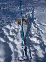 Качели детские на снегу