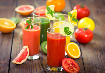 Fresh fruit and vegetable smoothie