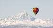 canvas print picture - Monviso e mongolfiera colorata